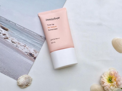 kem-chong-nang-cho-da-dau-Innisfree-Tone-Up-No-Sebum-Sunscreen-SPF35